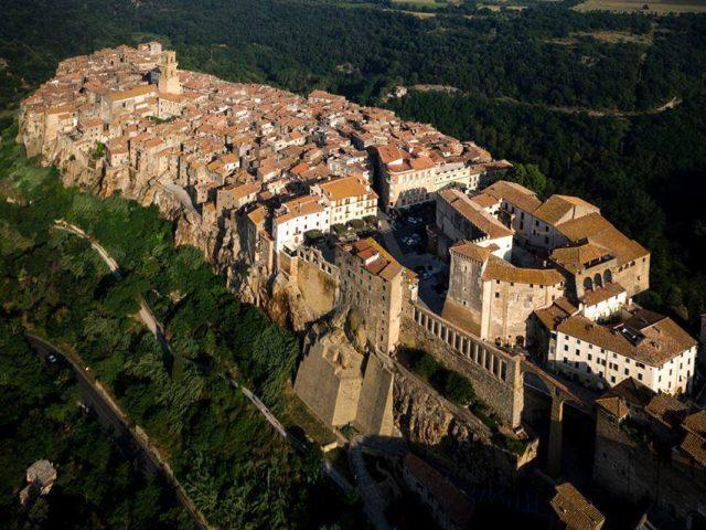 Nelle vicinanze di Borgo Spante: Pitigliano